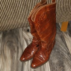 Joan & David brown leather boots